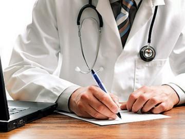 Желающие получить медуслуги должны предъявить полис по требованию в регистратуре